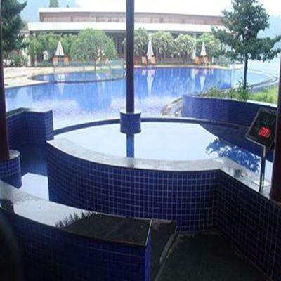 白云湖畔酒店无边泳池